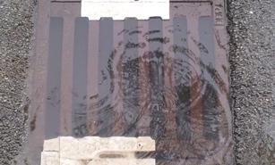 20150522 Klais Regenablauf voll Wasser / (C) CS